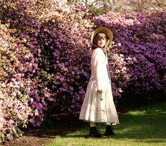 the secret garden - love the pink flower bushes The Secret Garden 1993, Kate Maberly, Elizabeth Henstridge, Death On The Nile, Dreamy Photography, Garden Doors, Anne Of Green Gables, Little Princess, Garden Inspiration