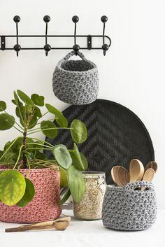 Virkatut säilytyskorit Novita Eco Tube | Novita knits Crochet Home, Knit Crochet, Joko, Tube, Basket, Diy Crafts, Knitting, Knits, Crocheting
