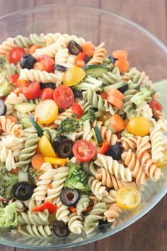 Easy Pasta Salad Recipe Without Italian Dressing.Easy Vegetable Pasta Salad With Italian Dressing . Home and Family Easy Pasta Salad, Pasta Salad Italian, Pasta Salad Recipes, Recipe Pasta, Recipe Recipe, Mozzarella, Homemade Italian Dressing, Mini Hamburgers, Lunch Boxe