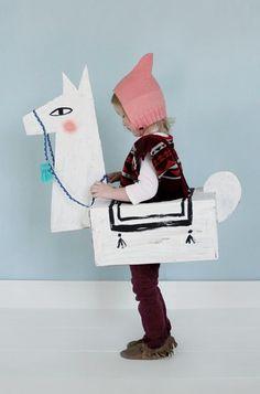 DIY Cardboard Llama Costume~Image © Mer Mag