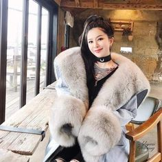 Hang around here for fur all day long Fur Coat Fashion, Fox Fur Coat, Fur Collars, Fur Jacket, Coats For Women, Mantel, Parka, Clothes, Derp