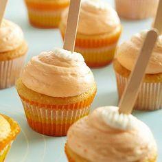 Orange Cream-Pop Cupcakes Orange Cream Pop Cupcakes Ingredients 1 3 ounce package orange-flavor gelatin 1 package white cake mix 1 package cheesecake instant pudding and pie filling mix 1 cups orange juice 4 eggs Cupcake Recipes, Cupcake Cakes, Dessert Recipes, Potluck Desserts, Potluck Recipes, Cupcake Ideas, Dessert Ideas, 7 Cake, Dessert Table