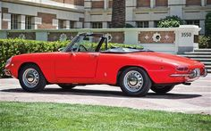 ...a real legend. The Alfa Romeo Spider Duetto. Sweeeeet! Love it!