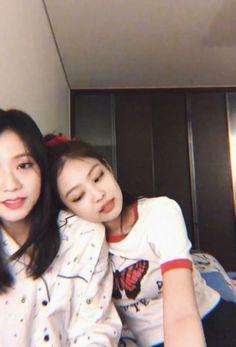 Kim Jennie, South Korean Girls, Korean Girl Groups, Blackpink Twitter, Kpop Couples, Youre Mine, Blackpink Jisoo, Yg Entertainment, Kpop Girls