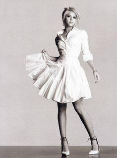 Shakira. Nice dress.