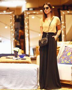 Nicole Pinheiro - T-Shirt bolso gola V areia