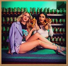 Shared by Find images and videos about riverdale, lili reinhart and betty cooper on We Heart It - the app to get lost in what you love. Riverdale Betty, Riverdale Memes, Riverdale Cast, Riverdale Veronica, Betty Cooper, Archie Comics, The Cw, Lilli Reinhart, Camila Mendes Riverdale