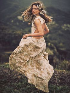Beautiful Bohemian Maxi Dresses : Whites, Golds & Naturals. Boho bohemian gypsy style. For more followwww.pinterest.com/ninayayand stay positively #inspired