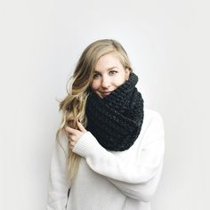 Infinity Scarf Chunky Knit  The Léogâne  in CHARCOAL