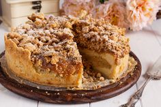 We are very fond of this flaky caramel apple crumb cake. Serve it for dessert or have it for breakfast! Espresso Cake, Chocolate Espresso, Chocolate Caramels, Chocolate Ganache, Streusel Coffee Cake, Sour Cream Coffee Cake, Apple Crumb Cakes, Apple Cake, Cream Recipes