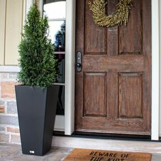 Veradek Shop is the leading manufacturer of indoor and outdoor planters, modern planters, garden pots in New York, US. Order best modern planters & pots for your home and garden. Tall Outdoor Planters, Modern Planters, Outdoor Christmas Planters, Front Porch Plants, Planters By Front Door, Front Of House Plants, Front Porch Flowers, House Front, Modern Front Porches