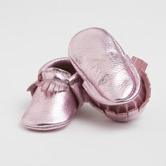 Handmade metallic baby moccasins from Freshly Picked. We adore!