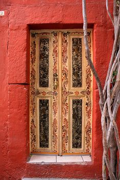 Puerta | I really love the design, and the colors of this door, pretty mexican and decorative