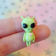 I love making aliens & space related things out of polymer clay! Polymer Clay Halloween, Cute Polymer Clay, Cute Clay, Polymer Clay Dolls, Polymer Clay Projects, Polymer Clay Charms, Polymer Clay Creations, Clay Crafts, Easy Clay Sculptures