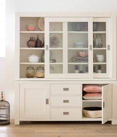 5 tips om je kast stijlvol in te richten - Blog New Living Room, Home And Living, Dining Room Hutch, Welcome To My House, Vanity Design, Sideboard Cabinet, Living Room Inspiration, Creative Home, Home Decor Furniture