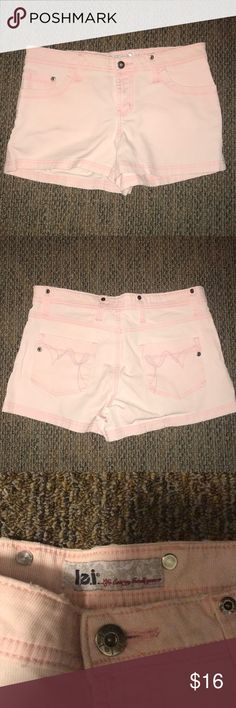 Light Pink L.e.i. Shorts Juniors Size 9 Adorable pink shorts. In excellent condition! Offers welcome🌟 2 lei Shorts