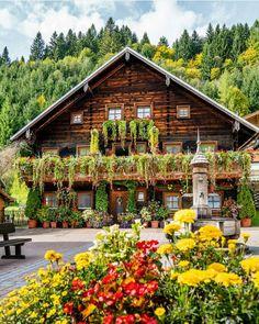 "1,142 curtidas, 8 comentários - byarmani #byarmanihome (@thearmanihouse) no Instagram: ""@thearmanihouse #byarmanihome #art #austria #europe #travel #amazing #photo #photooftheday #sun…"""