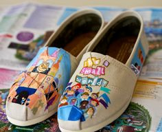 It's a Small World Disneyland / Disney World Ride inspired artwork painted on TOMS or VANS. SHOES ARE INCLUDED.      If you would like to ADD EXTRAS (i.e.. tinker bell, mickey balloons, Name in disney style font or other ideas SEND ME A CONVO or REQUEST A CUSTOM LISTING #danoflorezgiveaway