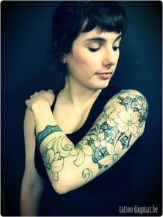 lace tattoo in progress by Tattoo Dagmar. Upper Arm Tattoos, Top Tattoos, Flower Tattoos, Body Art Tattoos, Girl Tattoos, Tatoos, Lace Tattoo, Tattoo You, Art Nouveau Tattoo