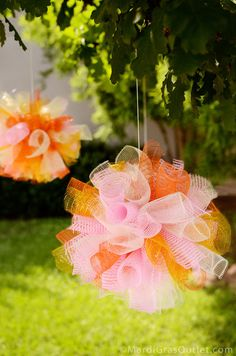 Hanging Party Poofs: The perfect Summer Deco Mesh project  Maybe for Birthday parties????