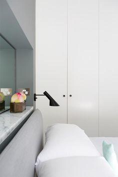 Cuando el baño se enconde detrás de la cama · When the bathroom is just behind the bed