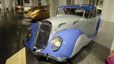 Malagas bilmuseum, Museo Automovilístico, er underholdende for både bilelskere som modeentusiaster. Læs hvorfor her (og se flere af Malagas museer): www.feriebolig-spanien.dk/Malaga-by/artikler/malagas-museer #malaga #bilmuseum #museum