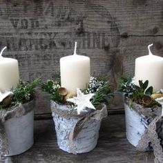 Christmas Advent Wreath, Christmas Candles, Christmas Centerpieces, Shabby Chic Christmas Decorations, Summer Table Decorations, Christmas Floral Designs, Outdoor Candles, Christmas Crafts, Christmas Time