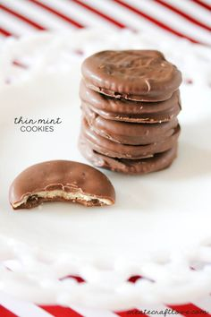 These Thin Mint Cookies are super easy to whip up!  Get the recipe at createcraftlove.com