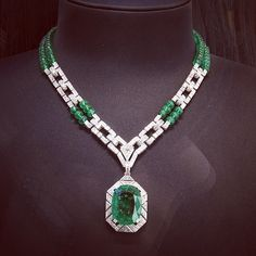 This marvelous @cartier necklace with a 26.60 cts Columbian emerald is something that I've been dreaming about! ❤️❤️❤️ What can I say? It just blows my mind away!
