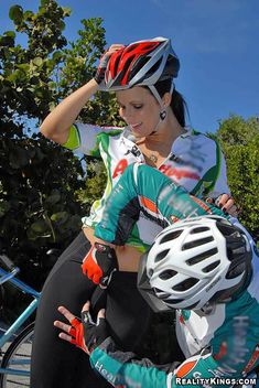 Related image Cycling Lycra, Divas, Female Cyclist, Cycling Girls, Cycle Chic, Cycling Outfit, Cycling Clothes, Bicycle Girl, N Girls