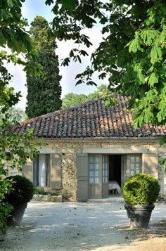Discover recipes, home ideas, style inspiration and other ideas to try. Barn Conversion Exterior, Limestone House, Ocean House, Spanish Style Homes, Stone Houses, Cottage Style, Home Deco, Outdoor Living, Pergola