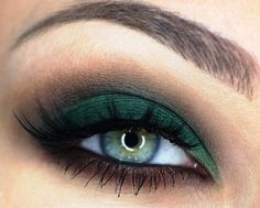 Smokey emerald green eyes tutorial | AmazingMakeups.com