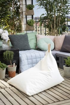Sew a beanbag chair www.pandurohobby.com Outdoor living by Panduro #decoration #DIY #cushions #throws #urban #farming