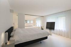 Super modern, white bedroom. By Lab32 architecten