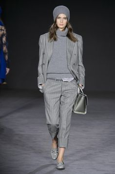 business mode damen View the Daks Fall 2017 RTW collection. See photos and video of the runway show. Fall Fashion Trends, Fashion 2017, Paris Fashion, Winter Fashion, Womens Fashion, Fall Fashion Week, Fashion Sites, Grey Fashion, Look Fashion