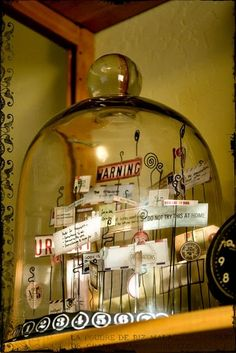 What a great decorating idea for my empty cloche! Great site (in french)