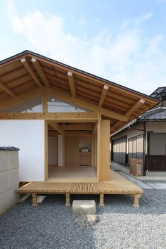 Deep Overhangs: 8 Japanese Homes With Elegant Extended Eaves - Architizer Journa. - Deep Overhangs: 8 Japanese Homes With Elegant Extended Eaves - Architizer Journal Japanese Style House, Traditional Japanese House, Japanese Interior Design, Japanese Modern, Japanese Homes, Asian Architecture, Architecture Design, Residential Architecture, Modern Japanese Architecture