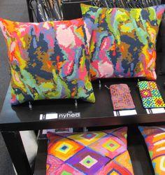 Kaos - Strik og broderi - garn, kits og designs i Sommerfuglen needlepoint pillows