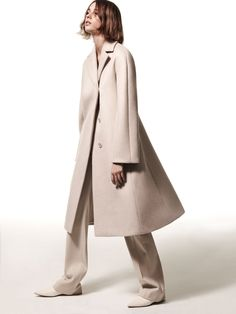 The perfect nude coat at Narciso Rodriguez pre-fall 2017