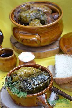 Sarmale in varză dulce Romania Food, Ukrainian Recipes, Ukrainian Food, Meat Steak, Jacque Pepin, Good Food, Yummy Food, Cabbage Rolls, Pork
