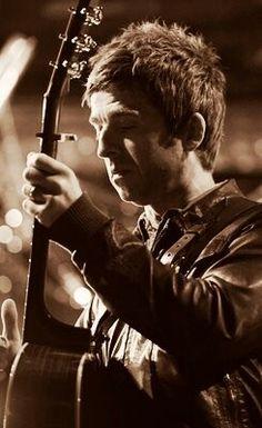Noel Gallagher Liam And Noel, Flying Birds, Liam Gallagher, British Rock, Britpop, Music Love, Playing Guitar, Hair Dos, Musica