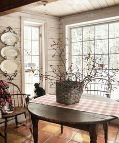 Succulents: main species and decoration ideas - Home Fashion Trend French Country Dining Room, Country Farmhouse Decor, French Country Decorating, Rustic Cottage, Farmhouse Style, Country Décor, Rustic French Country, Country House Interior, Country Kitchens