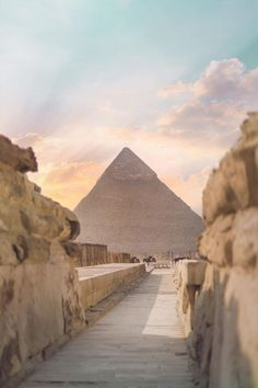 The Pyramid of Khafre or of Chephren is the second-tallest and second-largest of the Ancient Egyptian Pyramids of Giza and the tomb of the Fourth-Dynasty pharaoh Khafre (Chefren), who ruled from c. 2558 to 2532 BC. Ancient Egypt Fashion, Ancient Egypt Art, Ancient Egypt Pyramids, Cairo Egypt, Ancient History, Places To Travel, Places To See, Pyramids Of Giza, Egypt Travel