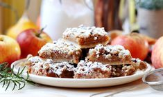 Prăjitura cu mere și nucă - rețeta video • Bucatar Maniac • Blog culinar cu retete No Cook Desserts, Food Cakes, Party Cakes, Doughnut, Tiramisu, Cake Recipes, Deserts, Muffin, Food And Drink