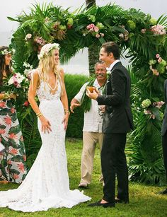 Hawaiian glamorous and luxury beach wedding.