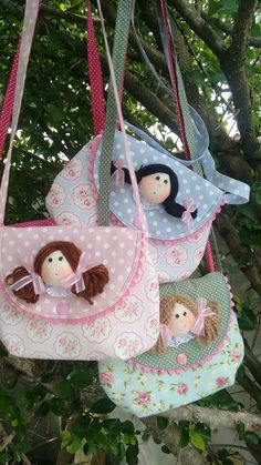 Bolsinhas de minininhas para minininhas princesas rsrs 😍 Bag Patterns To Sew, Doll Patterns, Sewing Patterns, Patchwork Bags, Quilted Bag, Pencil Bags, Kids Bags, Diy Arts And Crafts, Stuffed Toys Patterns