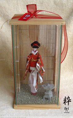 Adorno muñeca japonesa Japanese Paper, Japanese Doll, Washi, Simple Art, Easy Art, Japanese Art Prints, Origami, Moon Mandala, Japan Crafts