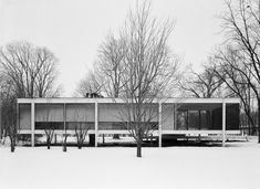 """bauhaus-movement: """"The Farnsworth House, designed by Ludwig Mies van der Rohe in 1946 for his client, Dr Edith Farnsworth, is seminal. It asserted America as the pre-eminent home of modernism after. Farnsworth House, Maison Farnsworth, Ludwig Mies Van Der Rohe, Bauhaus, Walter Gropius, Architecture Design, Amazing Architecture, Design Your Bedroom, High Building"""