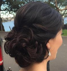 40 Most Delightful Prom Updos for Long Hair in 2019 Curly Bun Prom Hochsteckfrisur Graduation Hairstyles, Homecoming Hairstyles, Formal Hairstyles, Easy Hairstyles, Wedding Hairstyles, Quinceanera Hairstyles, Teenage Hairstyles, Layered Hairstyles, African Hairstyles