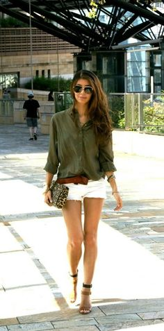 Nice outfit for summer: olive shirt with white shorts. Mode Outfits, Short Outfits, Casual Outfits, Summer Outfits, Summer Clothes, Summer Shorts, Fashion Outfits, Green Outfits, Woman Outfits